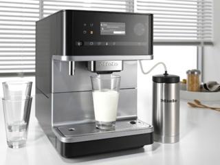 Стеклянный молочник с системой EasyClick в кофемашинах Miele